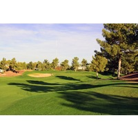 The first hole at the Raven Golf Club - Phoenix is a straightaway par 4 that plays to an elevated green.